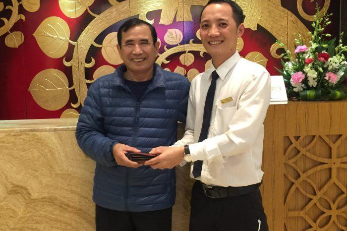 Nhân viên Mường Thanh Quảng Ninh trả lại gần 30 triệu khách đánh rơi