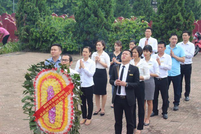 Người Mường Thanh dâng hương tri ân các anh hùng liệt sĩ