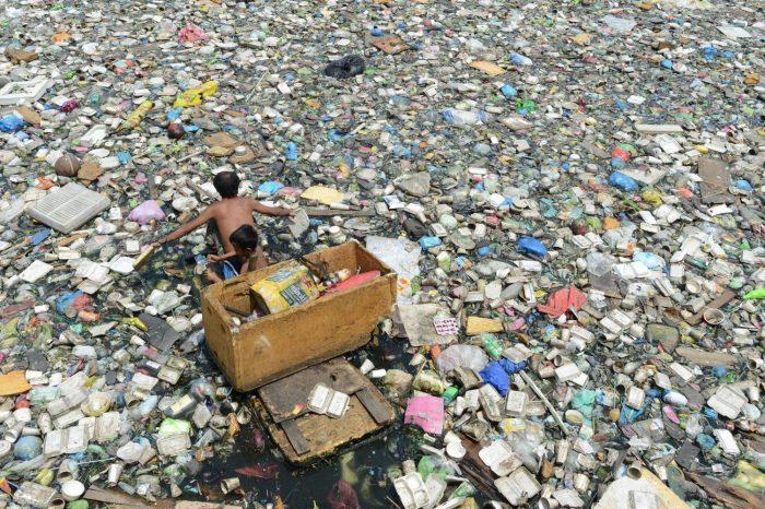 Rác thải tàn phá môi trường nước như thế nào