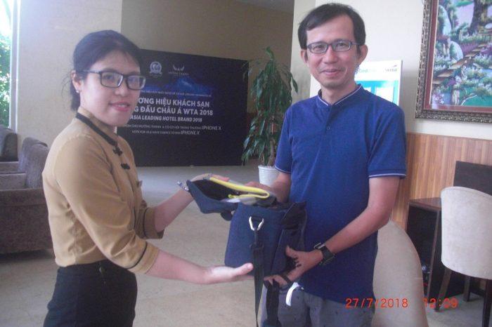 Nhân viên Mường Thanh Grand Nha Trang trả lại tài sản để quên cho khách
