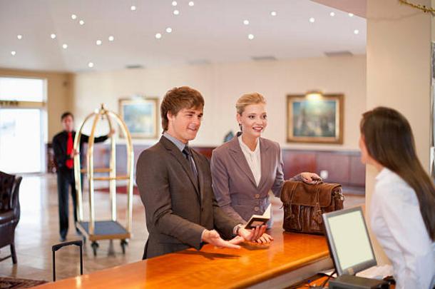 Những nguyên tắc vàng trong giao tiếp nhân viên nhà hàng - khách sạn cần biết nếu muốn thăng tiến nhanh