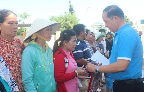 Mường Thanh hỗ trợ người dân gặp nạn do mưa lũ ở Nha Trang