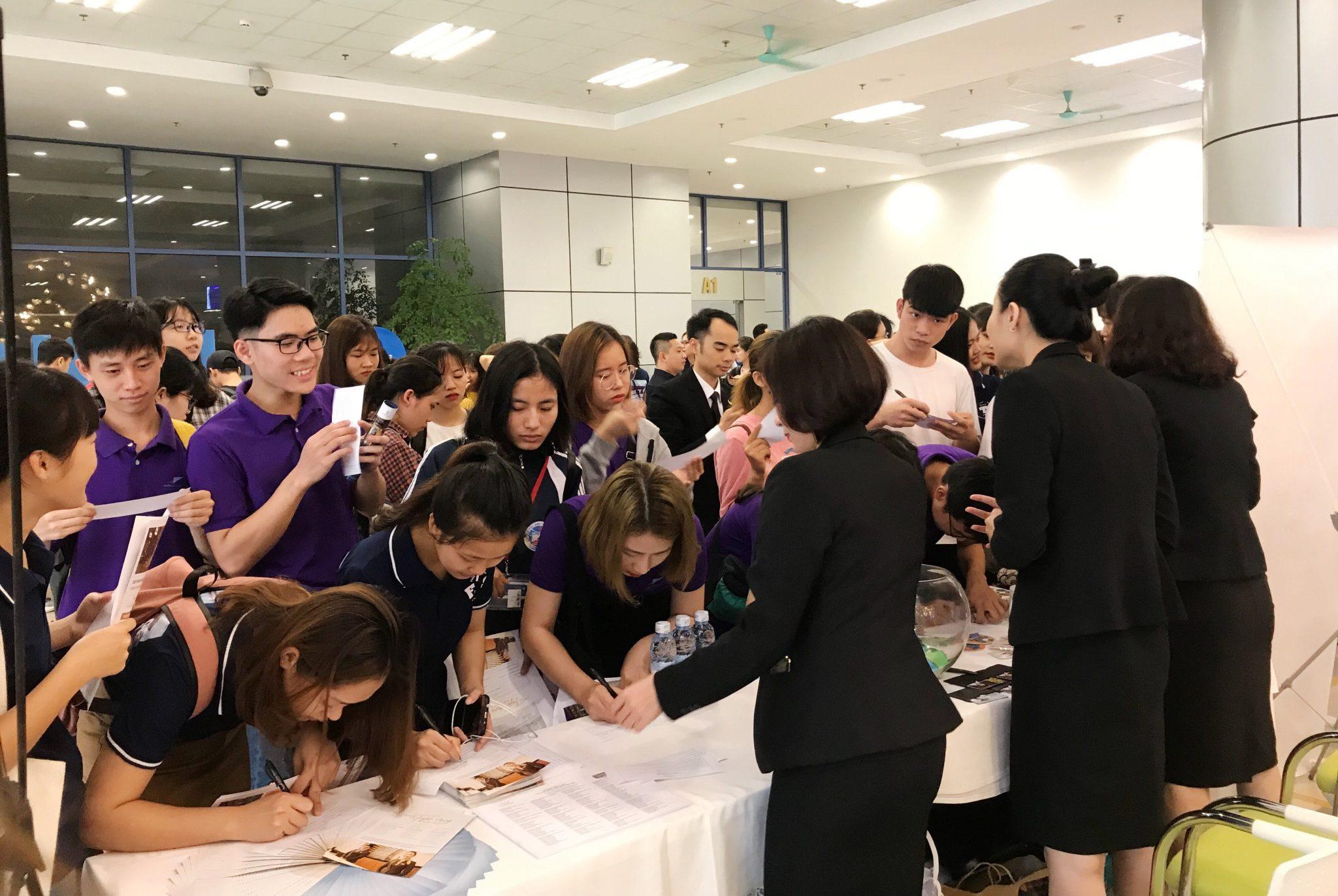 Gian thông tin của Tập đoàn Khách sạn Mường Thanh nhận được sự quan tâm đặc biệt của các bạn sinh sinh viên.