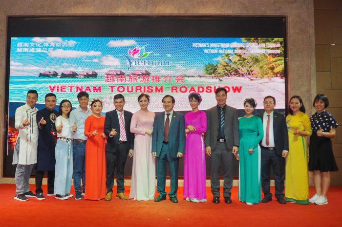 Phó TGĐ Phạm Hồng Dũng tham gia đoàn Xúc tiến du lịch Việt Nam sang Trung Quốc
