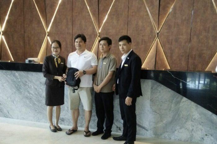CBNV Mường Thanh Grand Đà Nẵng nhanh trí trả lại túi đồ giá trị cho vị khách bí ẩn