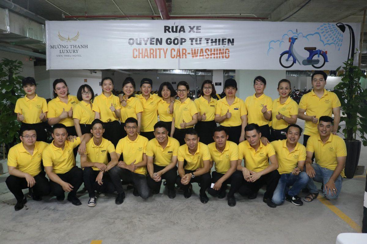 CBNV khách sạn Mường Thanh Luxury Viễn Triều rửa xe quyên góp từ thiện