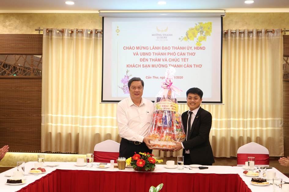 Lãnh đạo Thành phố Cần Thơ tới thăm và chúc Tết khách sạn Mường Thanh Luxury Cần Thơ