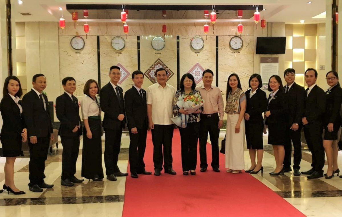 Phó Chủ tịch nước Đặng Thị Ngọc Thịnh viết lưu bút tặng Mường Thanh Grand Quảng Nam