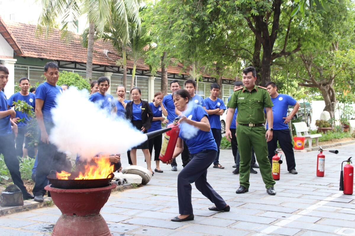 CBNV Mường Thanh Quy Nhơn tập huấn phòng cháy chữa cháy